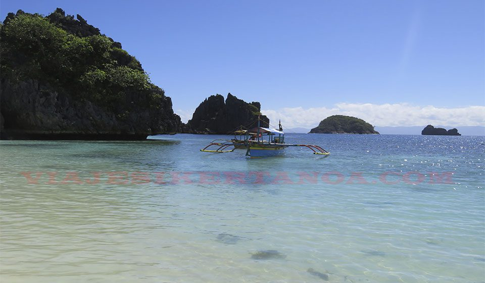 Isla de Matukad en la Caramoan, Filipinas
