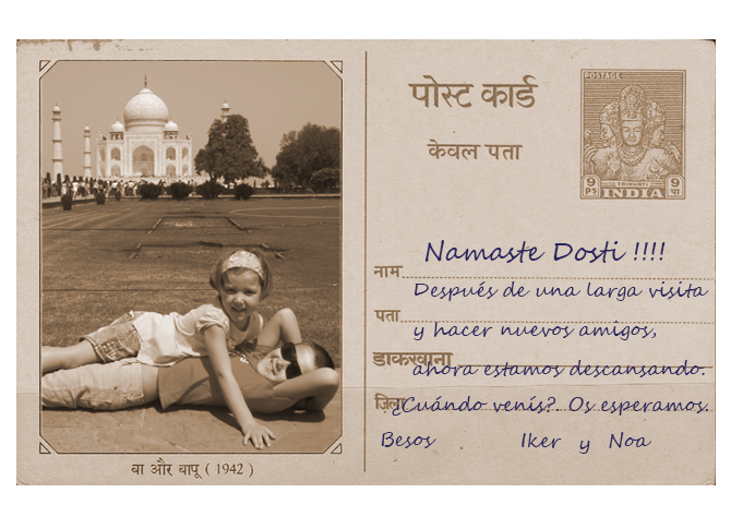 Postal de Iker y Noa visitando el Taj Mahal en su viaje a la India.