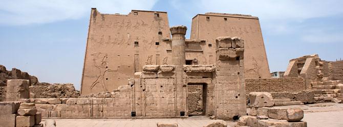 Templo de Horus en Edfu. Viaje a Egipto con Viajes Ikertanoa.