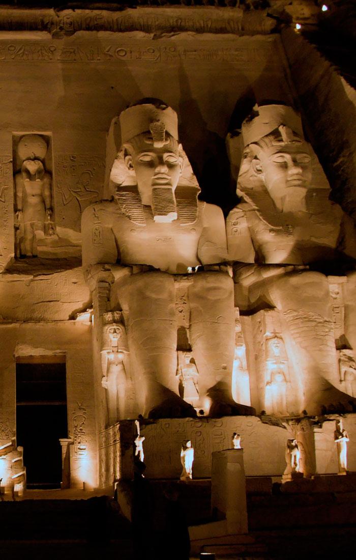 Viaje a Egipto con Crucero por el Nilo y Espectáculo de Luz y Sonido en Abu Simbel. Seleccionado por Viajes Ikertanoa.